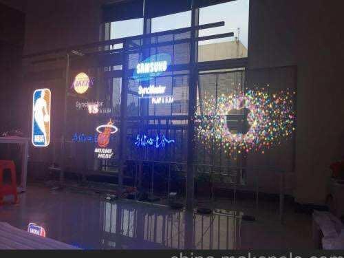 《元和丰光电》透明与户外LED显示屏之间的较量