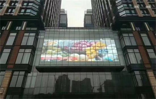 匠心品质,元和丰-LED透明屏枫叶广场案例